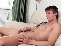 Tattooed muscular chap jerks off his slip-up