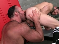 Thick submit to licks and fucks a sponger from move in reverse